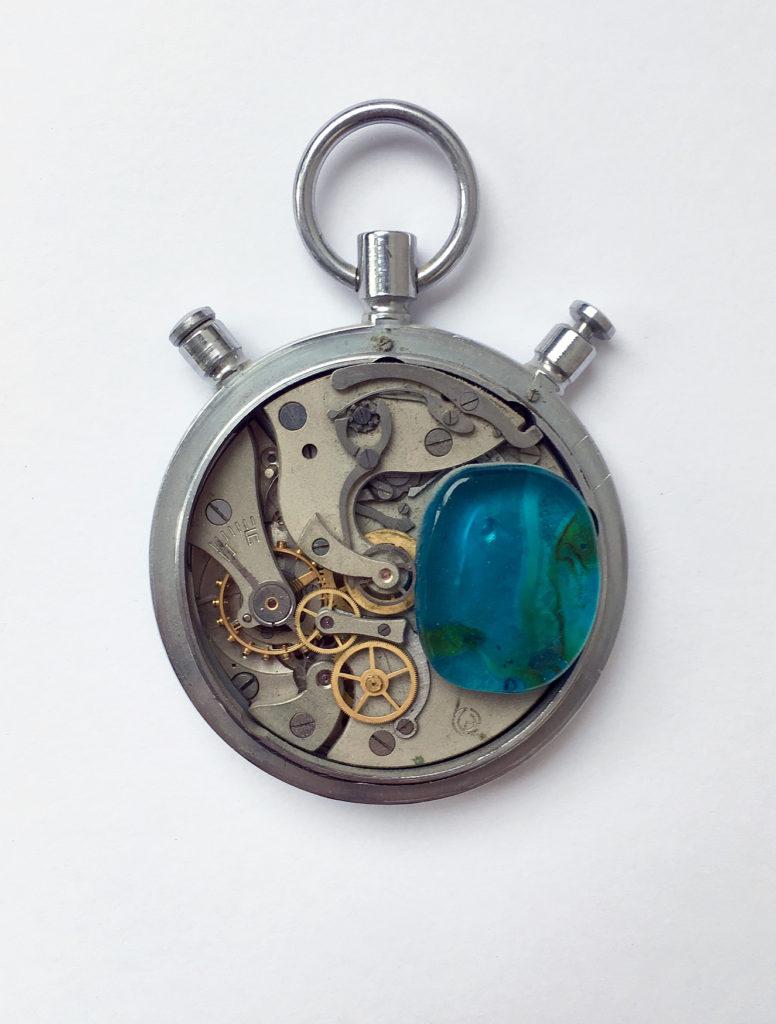 Stop čase!, 1980, 8 x 8 cm, objekt / v soukromé sbírce / č. 206